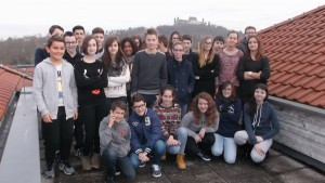 photo de groupe sur la terrasse du lycée