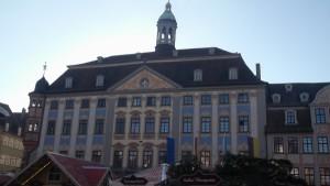 vue de la mairie du marché de Noel