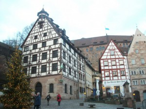 pendant la visite de Nürnberg devant la maison du peitnre Albrecht Dürer