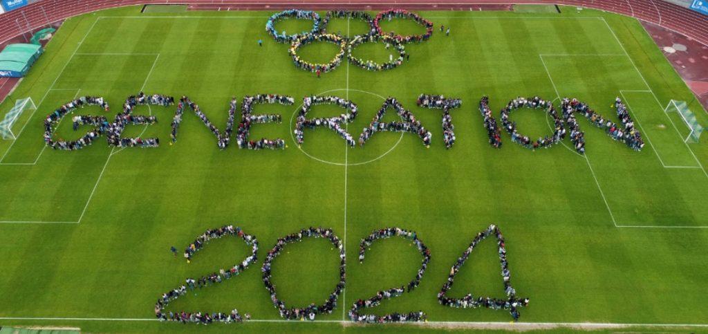 Fresque humaine avec 2024 jeunes organisée par le lycée de la Venise verte de Niort.