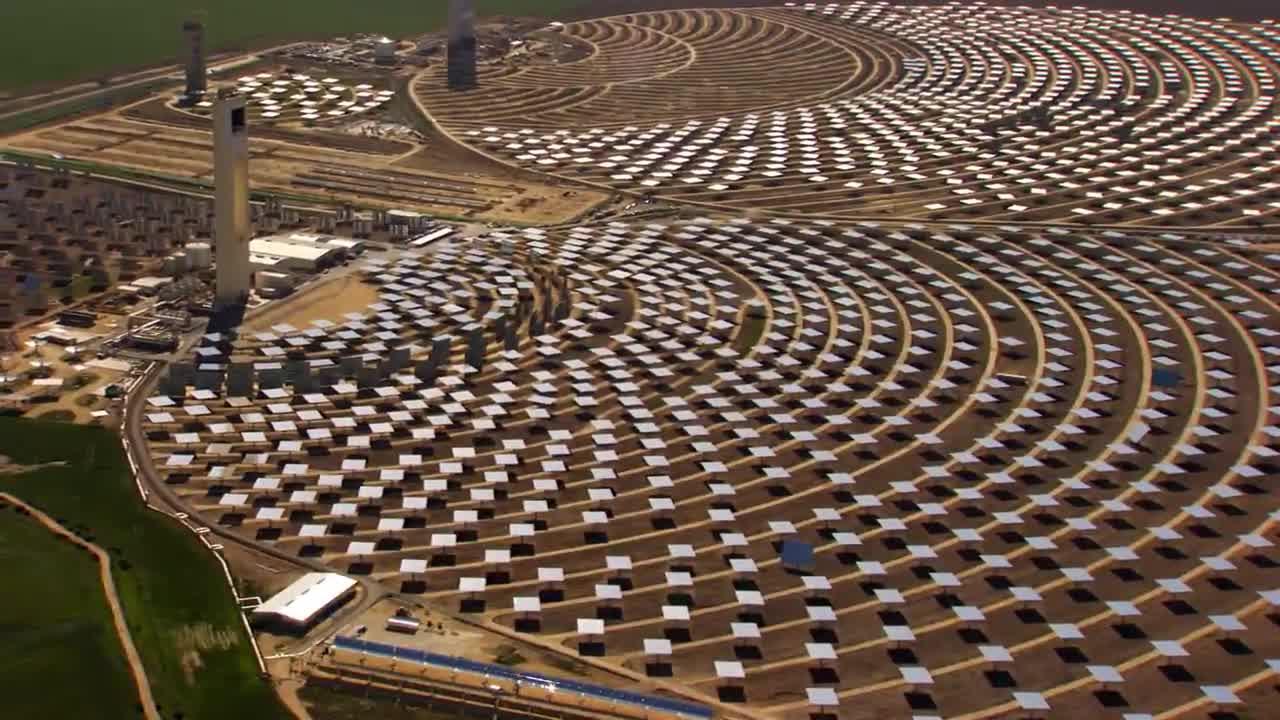 Centrale solaire (Source : film Home de Yann Arthus Bertrand)
