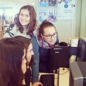 Les élèves au CDI