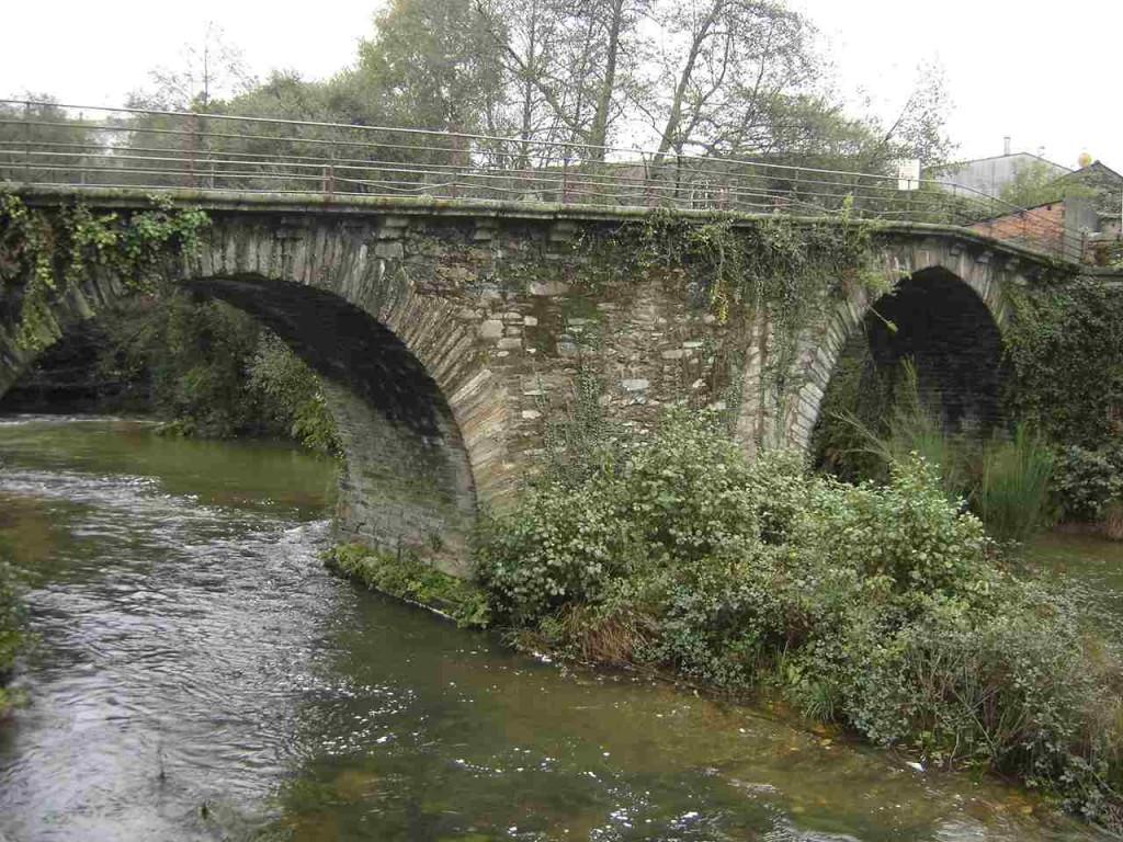 As Pontes est une ville d'environ 9000 habitants, elle doit son nom aux nombreux ponts qu'elle détient.