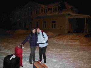 Arrivée vers 21h30 à la gare de Pyhäjärvi, il neige légèrement et il ne fait pas froid du tout. Tout le monde est content d'arriver, une bonne douche et au lit !