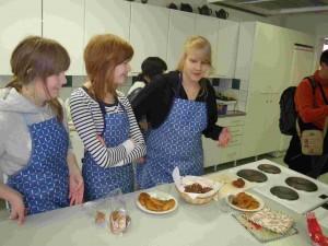 Les élèves peuvent s'inscrire à des cours de cuisine, nous avons procédé avec gourmandise à leur évaluation.