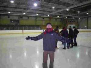Mr Hoquet sur glace dans la patinoire de Pyhäjärvi.