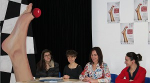 De droite à gauche, Malika Clown-hospitalier, Carine G professeur au LISA instigatrice du projet, deux étudiantes au LISA ET un morceau du décor...PHOTO ROMAIN MICHEAU