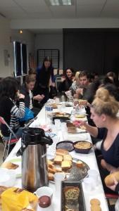 1er repas improvisé au lycée entre élèves tchèques et français